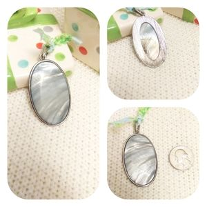 Must bundle! Shiny Oval Pendant